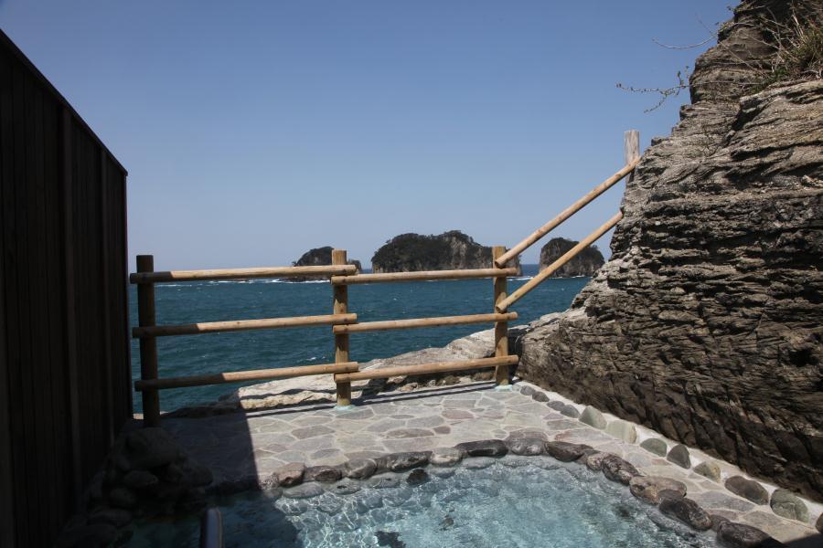 こんな場所に露天風呂?絶景に感動する露天風呂 伊豆で絶景の温泉 沢田公園露天風呂