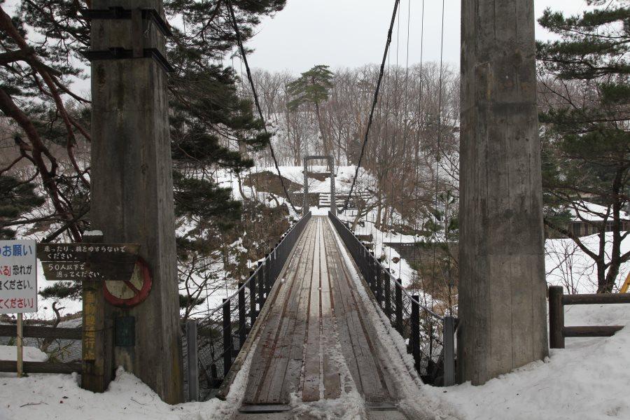 吊り橋を渡りたどり着く、豪華な離れの温泉宿!鷹の巣温泉 鷹の巣館