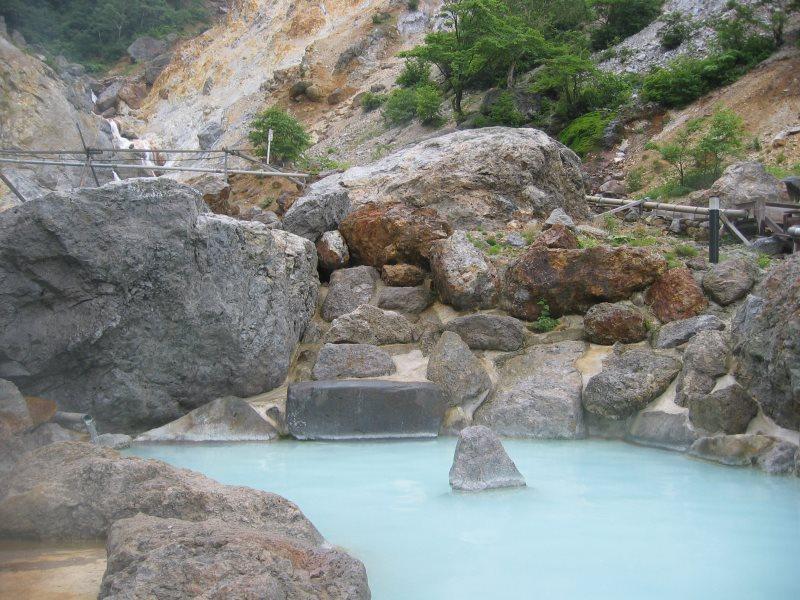 絶壁を眺めて入る温泉!姥湯温泉 桝形屋【山形県の温泉】