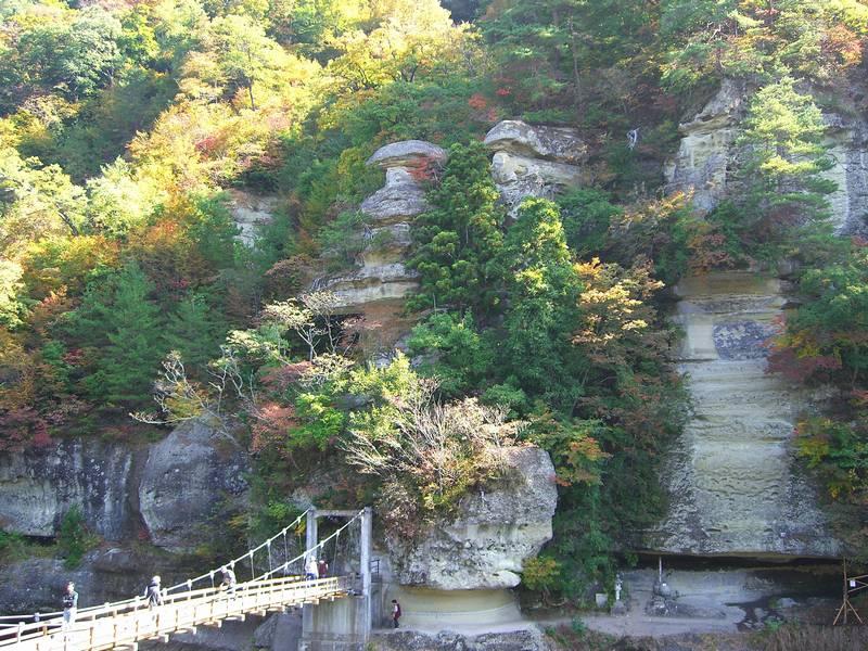自然の造形美と吊り橋を味わう観光地!塔のへつり【福島県の観光地】