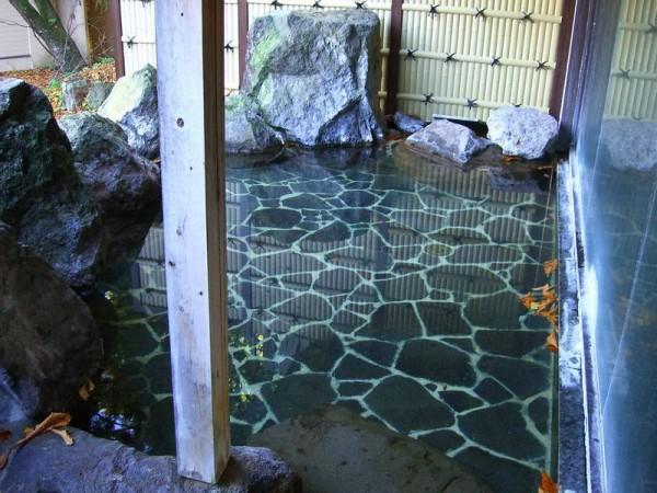 二岐温泉 大丸あすなろ荘 宿の中にある男女別の露天風呂