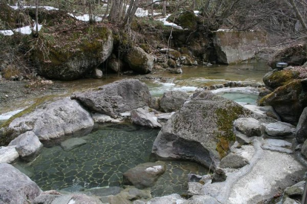 二岐温泉 大丸あすなろ荘 渓流沿いの露天風呂
