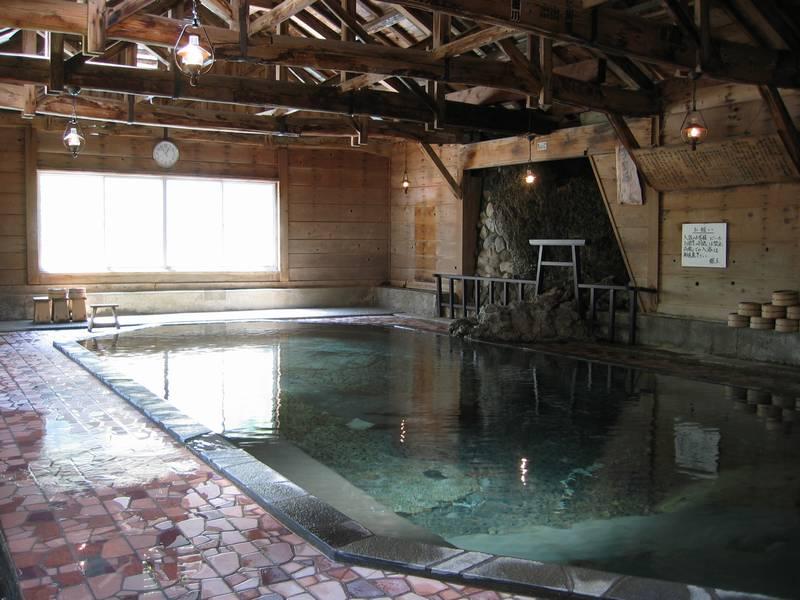 広い混浴内湯が気持ち良い! 甲子温泉 旅館 大黒屋【福島県の温泉】