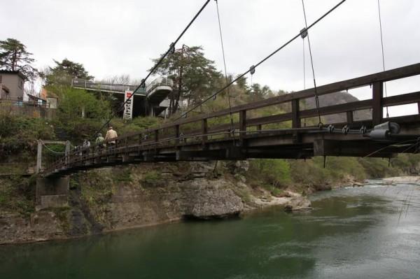 塔のへつり 吊り橋