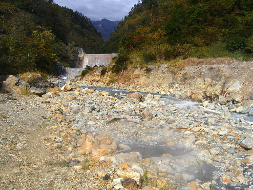 トロッコ電車と徒歩で行く本当の天然温泉! 祖母谷地獄 河原の露天風呂【富山の温泉】