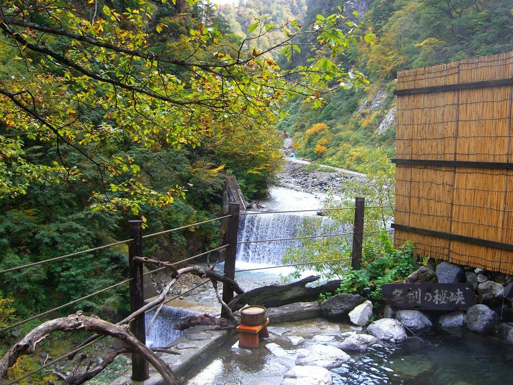 トロッコ電車でいく 日本秘湯を守る会の宿!名剣温泉【富山県の温泉】
