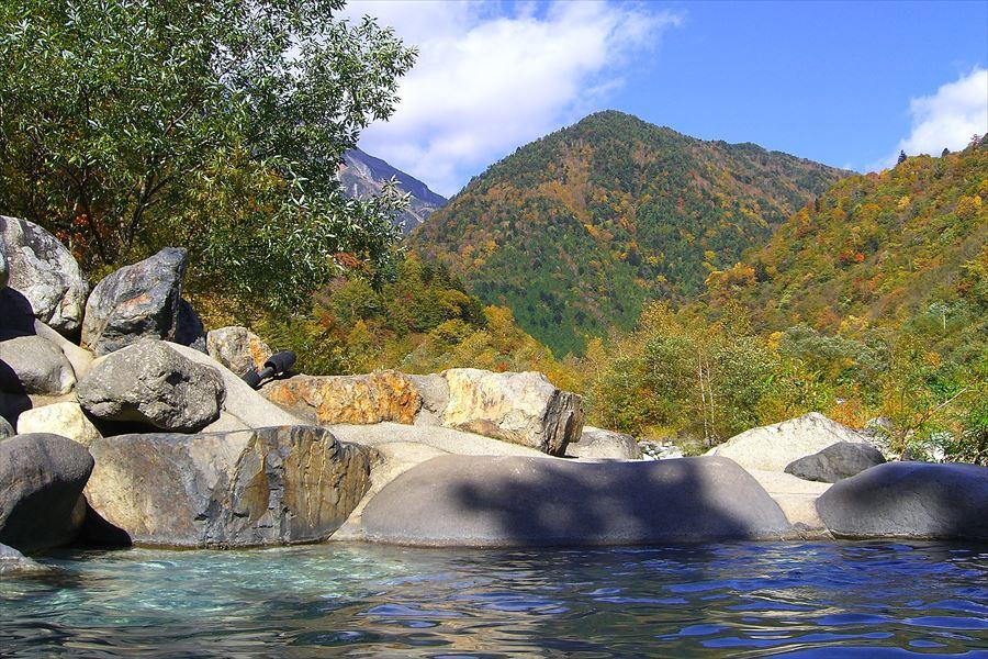 山の絶景を見ながら入る混浴露天風呂!新穂高温泉 深山荘【岐阜県の温泉】