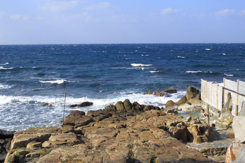 日本最古の温泉の1つ、ダイナミックな海の絶景温泉に入る!白浜温泉 崎の湯【和歌山県の温泉】