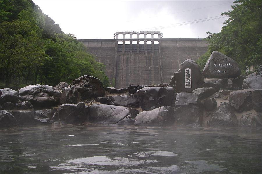 開放的な西の横綱の混浴露天風呂!湯原温泉 砂湯【岡山県の温泉】