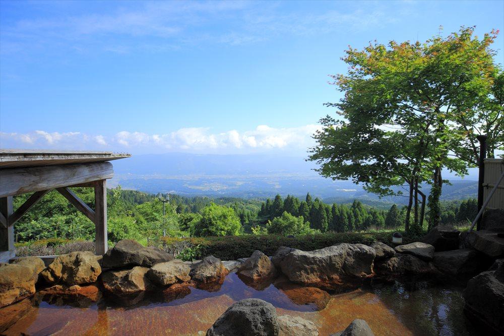 眼下に望む景色に癒やされる絶景露天風呂の温泉!白鳥温泉 上湯【宮崎県の温泉】
