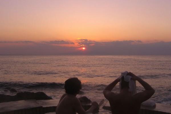 北川温泉 黒根岩風呂で見る日の出