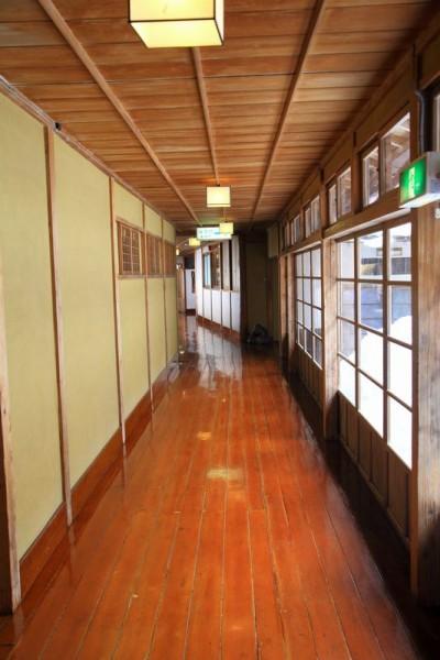 会津東山温泉 向瀧 廊下
