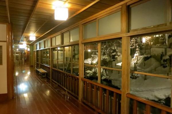 会津東山温泉 向瀧 階段