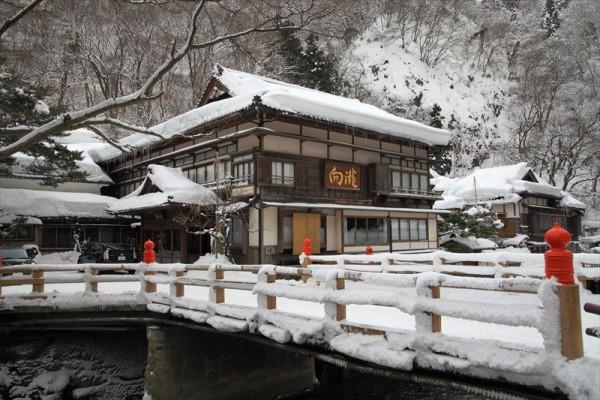 会津東山温泉 向瀧 外観 冬