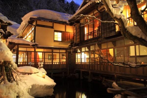 会津東山温泉 向瀧 中庭 雪見ろうそく
