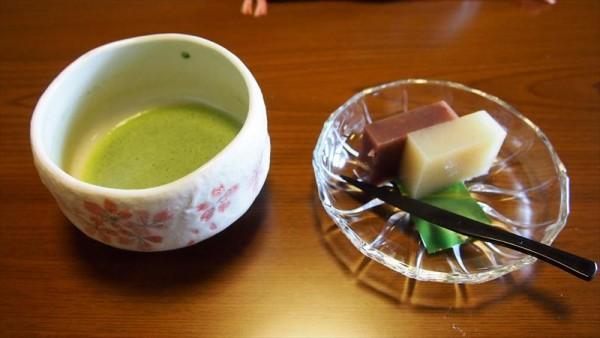 会津東山温泉 向瀧 客室 お茶とお菓子