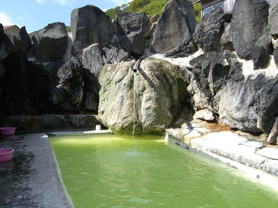 美しすぎるグリーンのお湯に感動!国見温泉 石塚旅館【岩手県の温泉】