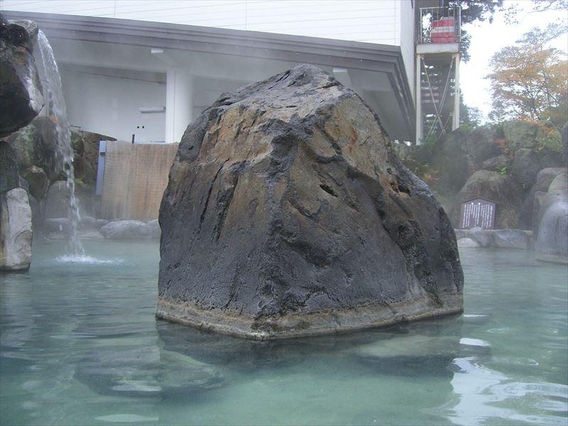 夏場なら子どもと一緒に行きたい温泉!赤倉温泉 野天風呂「滝の湯」【新潟県の温泉】