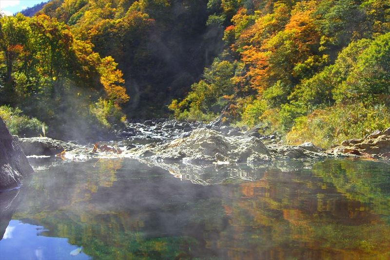 絶景と自然を満喫!秋山郷の切明温泉「雄川閣」と手掘りの「河原の湯」【長野県の温泉】