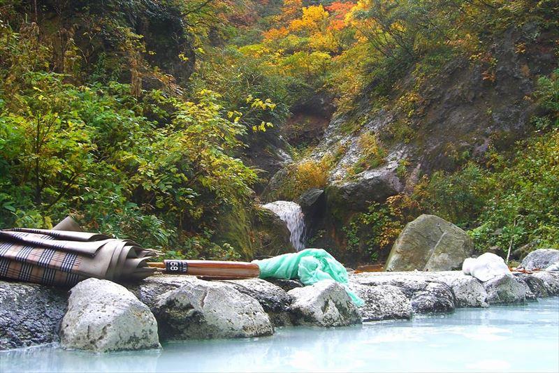 2つの野天風呂を堪能できる、燕温泉「河原の湯」「黄金の湯」【新潟県の温泉】