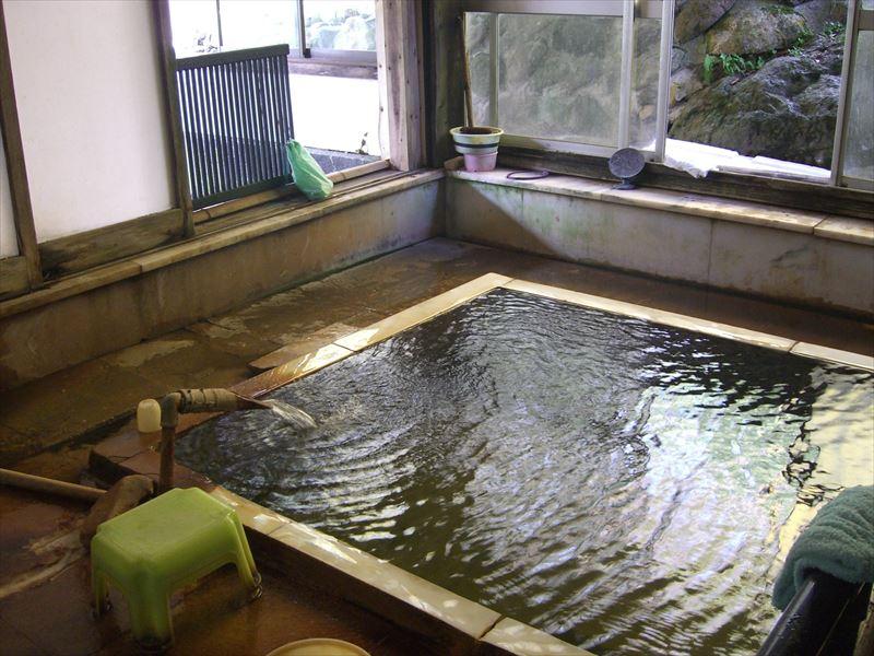 これぞ湯治宿!!この絶妙さが最高な温泉!横向温泉 中の湯旅館【福島県の温泉】