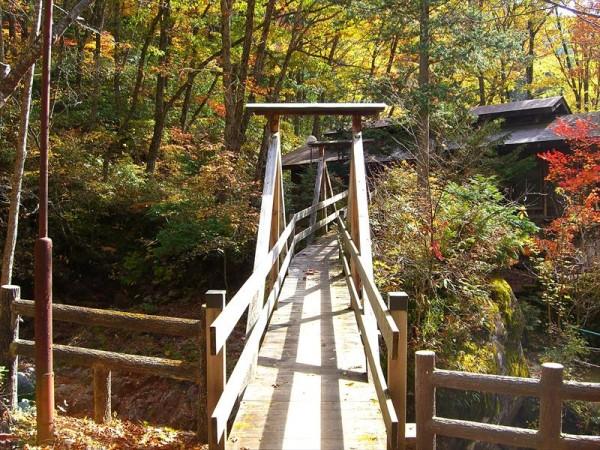 塩沢温泉 湯元山荘 廃屋の湯 露天風呂