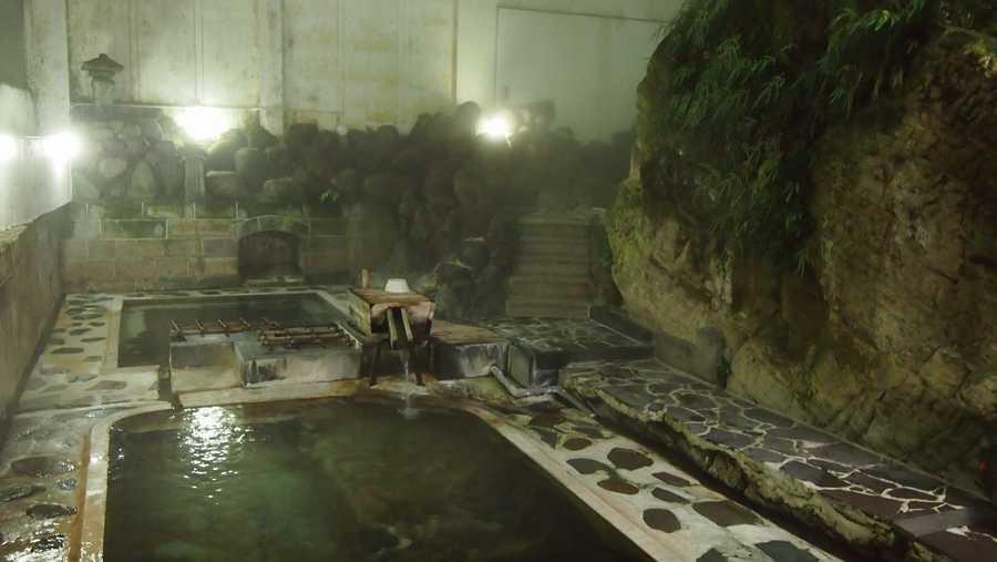 雰囲気の良い内湯の岩風呂がおすすめ!赤倉温泉 湯守の宿 三之丞【山形県の温泉】