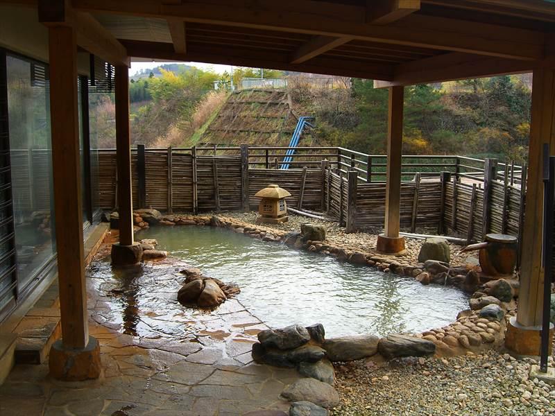 不思議な雰囲気の混浴内湯。鎌先温泉 にごり湯の宿 湯守 木村屋【宮城県の温泉】